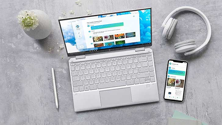 A phone transfering files to hp laptop via HP QuickDrop